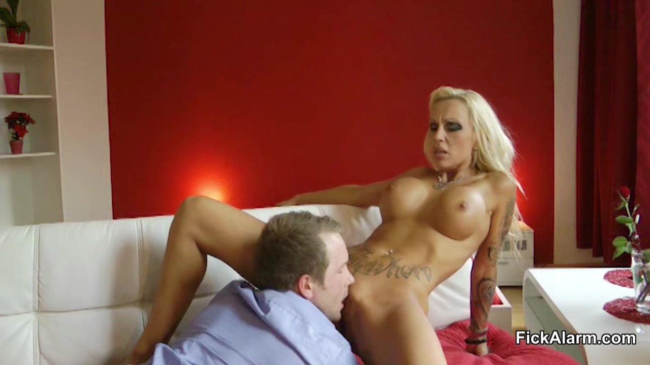 Amateur german amateur milf sucks and rides with creampie 4